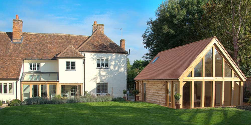 Oak frames oxfordshire englishoakframes for Oak garden office